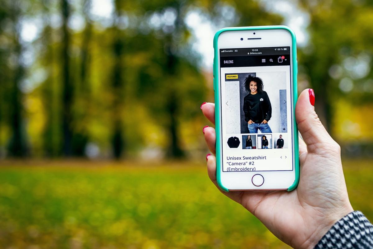 a responsive website open on an iphone